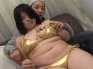 Schüchterne, dicke Japanerin in ihrem ersten Porno