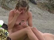 Mädchen am Strand heimlich gefilmt