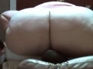 Frau plaziert ihren riesigen Arsch auf seinem Gesicht