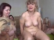 Mutter und Tochter Porno mit geilen Junschwänzen
